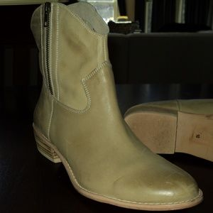 Diba Shoes - DIBA CAN DICE TAN LEATHER ANKLE BOOTS SIZE 10 80a92f906eb8